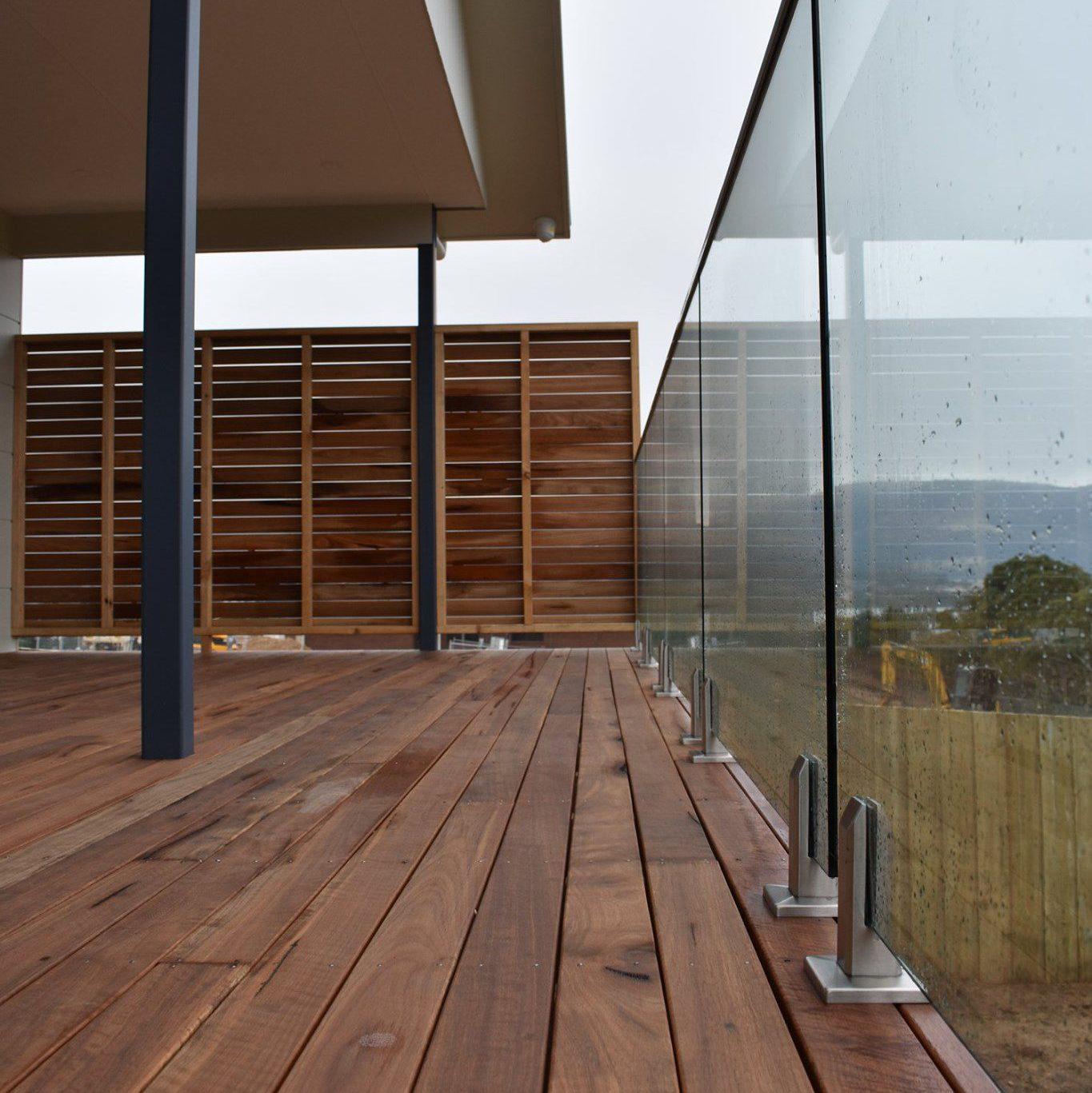 Clennetts Mitre 10 Glass Balustrade